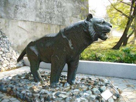 Памятник уссурийскому тигру (фото)